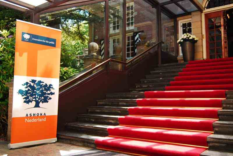 Ashoka Nederland banner, red carpet entrance