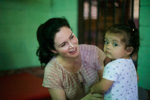 Karen Spencer in El Salvador /  © Scott Chamberlin/Whole Child International